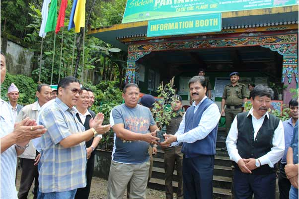 Honourbale Minister Culture Shri G M Gurung taking part in the Paryavaran Mahotsav at Zero Point Gan