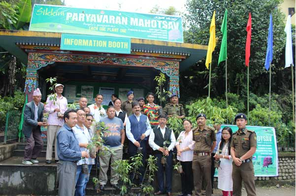 Minister Shri G M Gurung with Forest Officers at Mahotsav Information Booth at Zero Point Gangtok